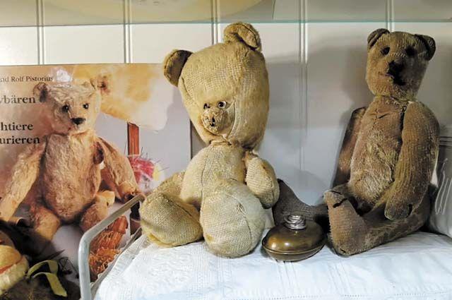 В коллекции плюшевых медведей «встретились»  игрушки разных поколений.