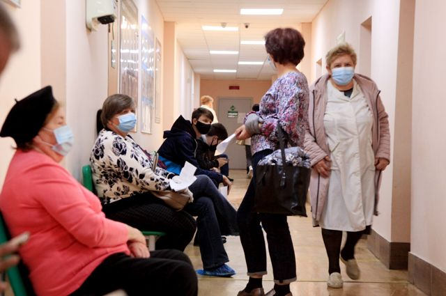 В Волгограде поликлиники едва справляются с потоком пациентов.