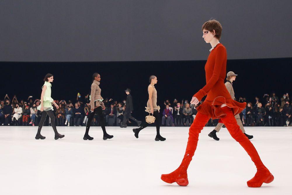 Показ коллекции Givenchy на Неделе моды в Париже