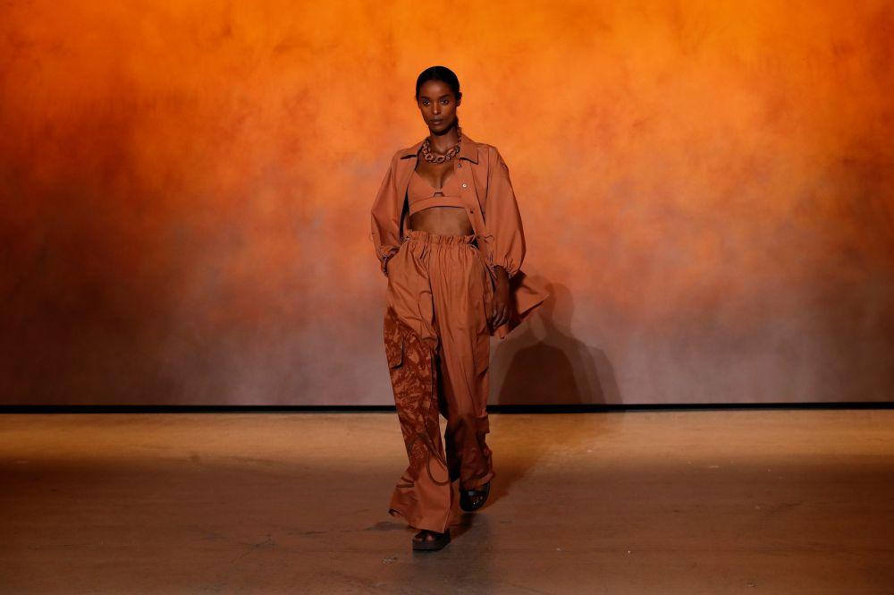 Показ коллекции Hermes на Неделе моды в Париже