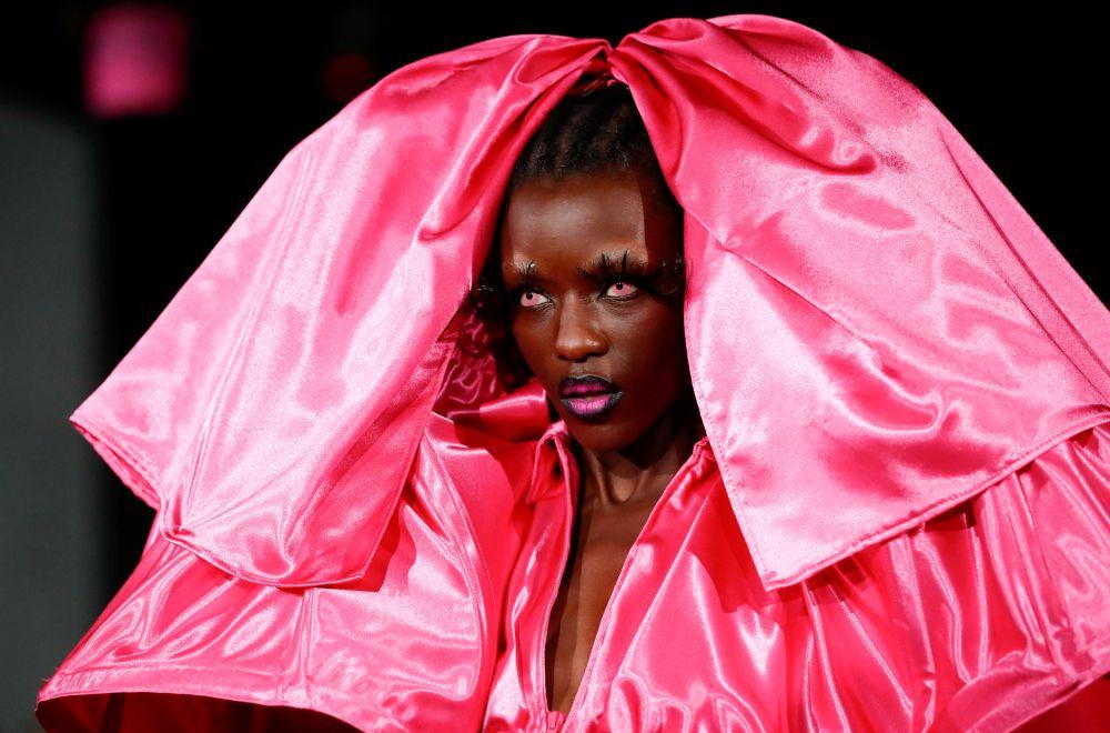 Показ коллекции Weinsanto на Неделе моды в Париже