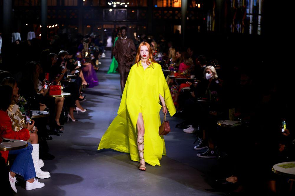 Показ коллекции Valentino на Неделе моды в Париже