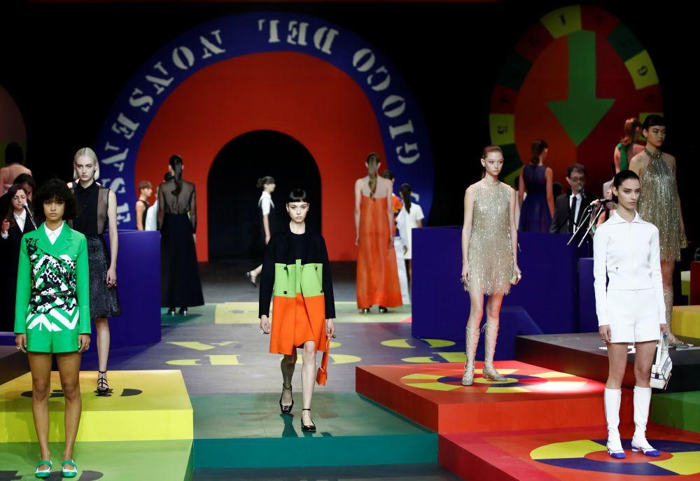 Показ коллекции Dior на Неделе моды в Париже