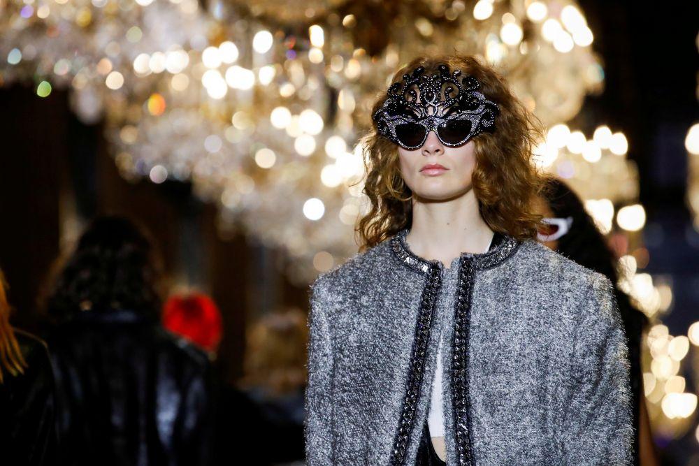 Показ коллекции Louis Vuitton на Неделе моды в Париже