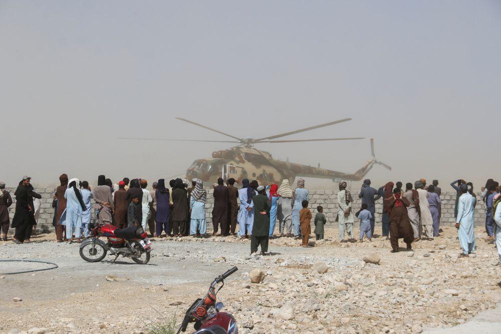 Спасательный вертолёт в городе Харнай