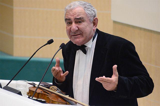 Скрипач и искусствовед Михаил Казиник.