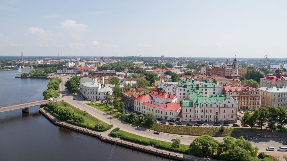 Выборг — один из самых атмосферных городов Ленинградской области. Старинная архитектура города очень интересна, она является объектом притяжения туристов