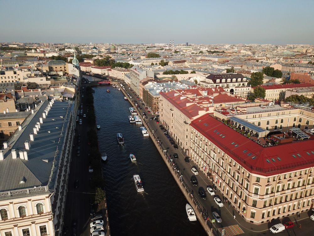 Архитектура Санкт-Петербурга, особенно его исторического центра, представляет собой созданный в XVIII—XX веках один из самых выдающихся по выразительности архитектурных комплексов