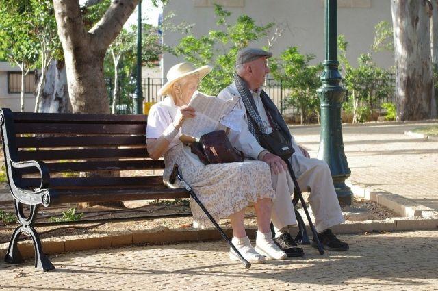 Пациентами старшей возрастной группы 65+ занимается гериатр.