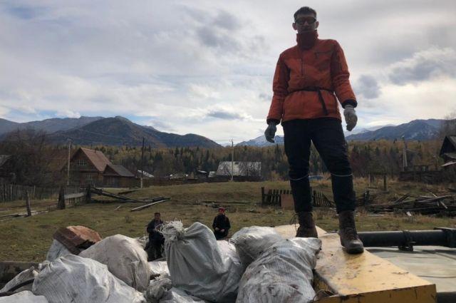 Группа волонтеров собрала 120 мешков мусора