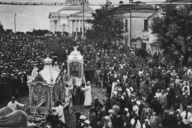 Похороны белочехов, погибших при взятии  Симбирска 22 июля 1918 года.