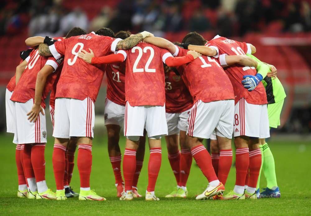 Игроки сборной России перед матчем.