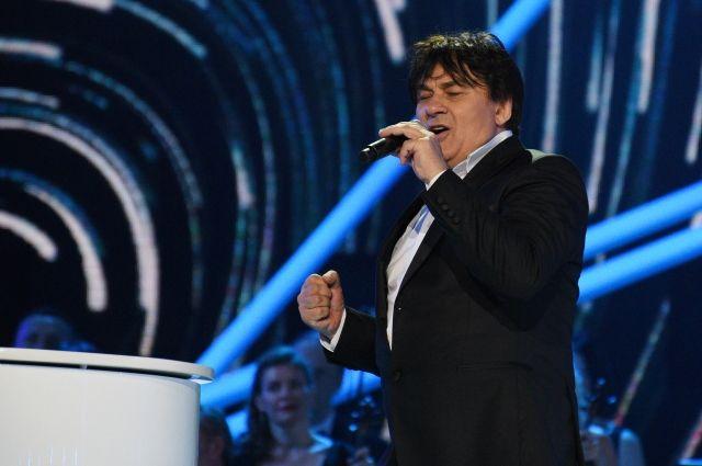 Директор Александра Серова заявил, что певец не отменяет ближайшие концерты
