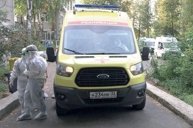 В областном центре количество вызовов «скорой» к пациентам с подозрением на ковид выросло в два раза - до 150 в сутки.