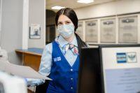 В среднем ежемесячно в отделениях Почты России Югры проходит свыше тысячи таких операций
