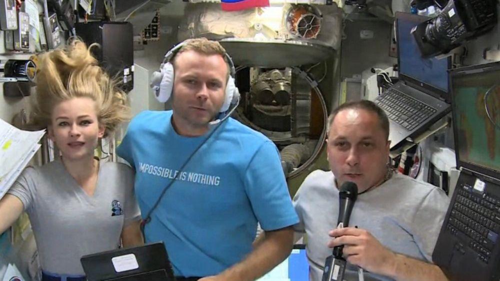 Актриса Юлия Пересильд, режиссёр Клим Шипенко и космонавт Антон Шкаплеров (слева направо)
