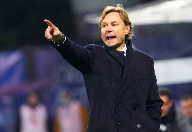 Главный тренер сборной России Валерий Карпин.