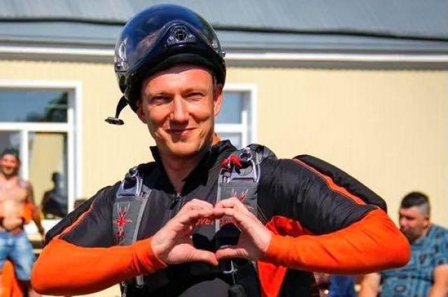 «Мне 42 года и я в какой-то степени ещё мальчишка», - отмечал за два месяца до авиакрушения день рождения Павел Музыченко.