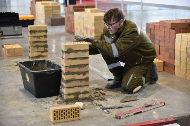 Участники первого чемпионата Urban Skills из 14регионов состязались по11компетенциям, втом числе – «Кирпичная кладка».