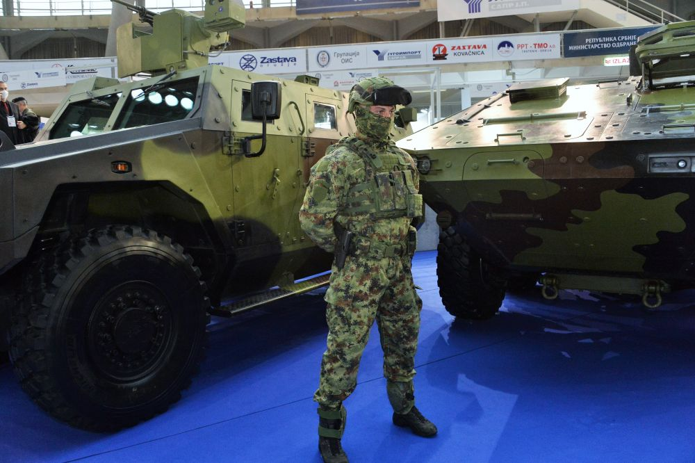 Военнослужащий на международной выставке вооружения и военной техники PARTNER-2021 в Белграде