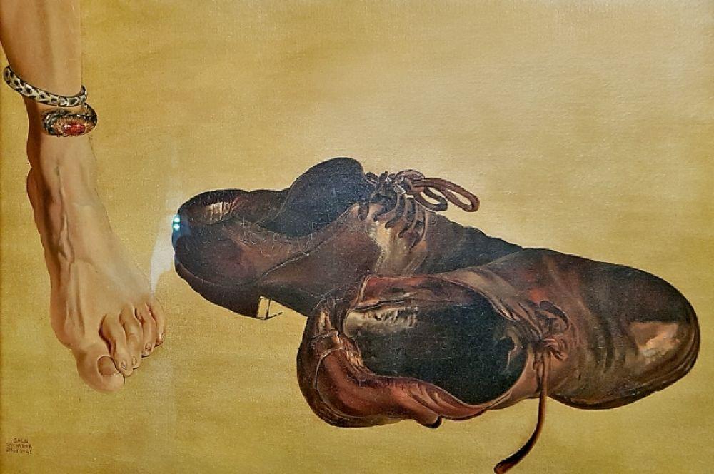 Картина «Первородный грех» (1941), приобретенная Фондом «Гала-Сальвадор Дали» в 2001 году и практически неизвестная широкой публике,  ныне экспонируется в «Зале Сокровищ» Театра-музея Дали в Фигерасе.