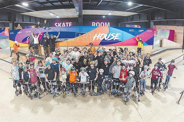 Какая «Ночь московского спорта» без фристайлистов? Соревнования по ВМХ и самокату собрали фанатов этого зрелищного спорта в скейт-парке Rampstroy.