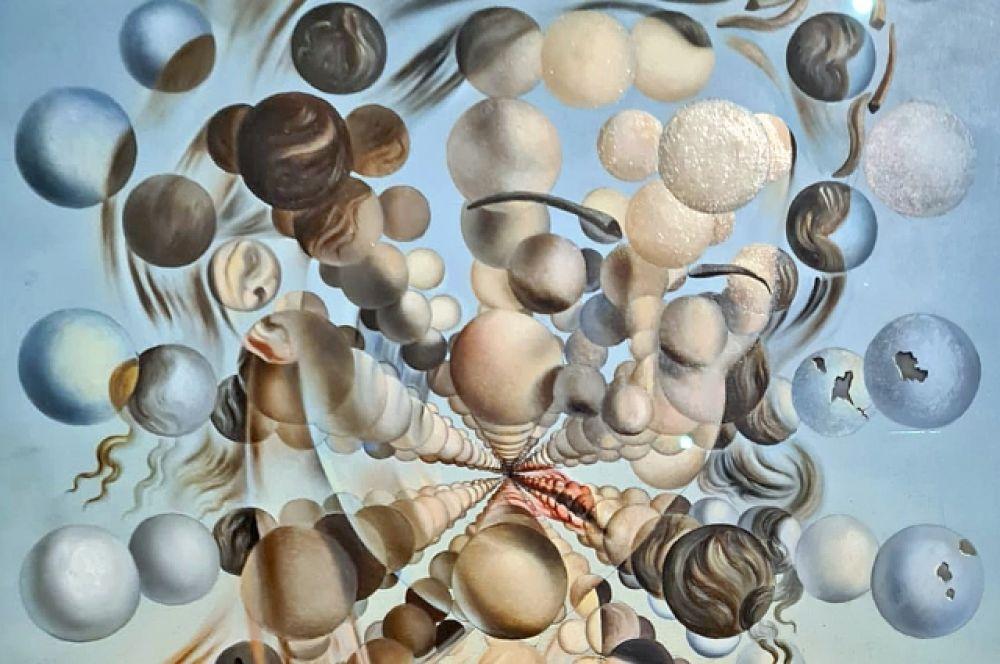Но вернемся к знаменитым портретам Гала. «Галатея со сферами» (1952) относится к ядерно-мистическому периоду творчества Дали и навеяна увлечением художника наукой и теорией атомного распада. Хранится в коллекции Театра-музея Дали в Фигерасе.