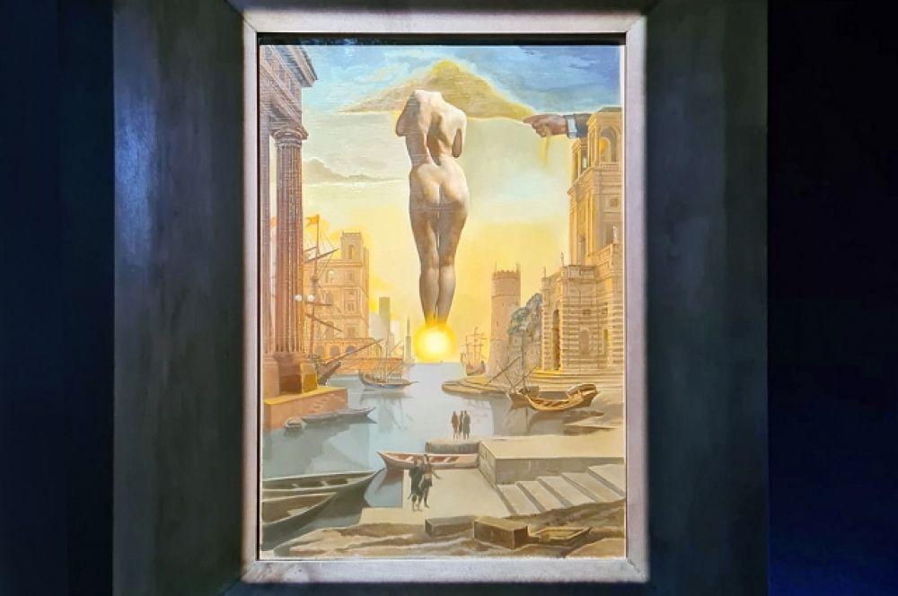 «Рука Дали похищает золотое руно, имеющее форму облака, чтобы показать Гале зарю, совершенно обнаженную, - там, далеко, очень далеко, по ту сторону солнца. Посвящается Клоду Лоррену». Стереоскопическое произведение (около 1977)