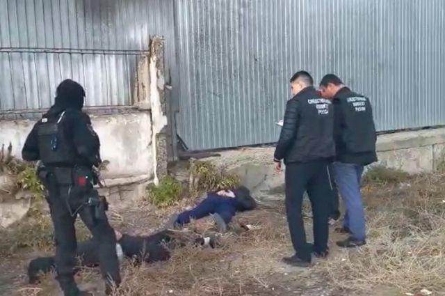 В Орске задержаны шесть сотрудников полиции, вымогавшие деньги у местного жителя.