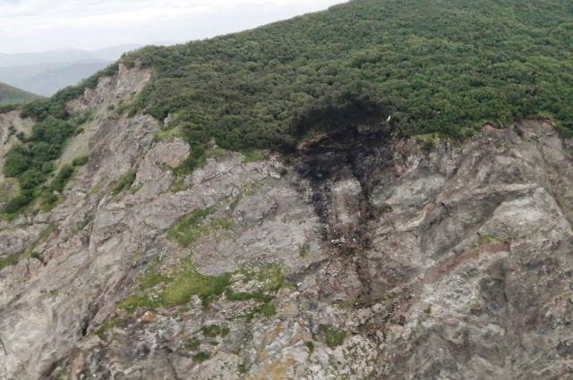 Место крушения пассажирского самолёта АН-26, летевшего из Петропавловска-Камчатского в поселок Палана и перед посадкой переставшего выходить на связь. Камчатские спасатели приступили к поисковым работам на месте крушения самолёта АН-26.