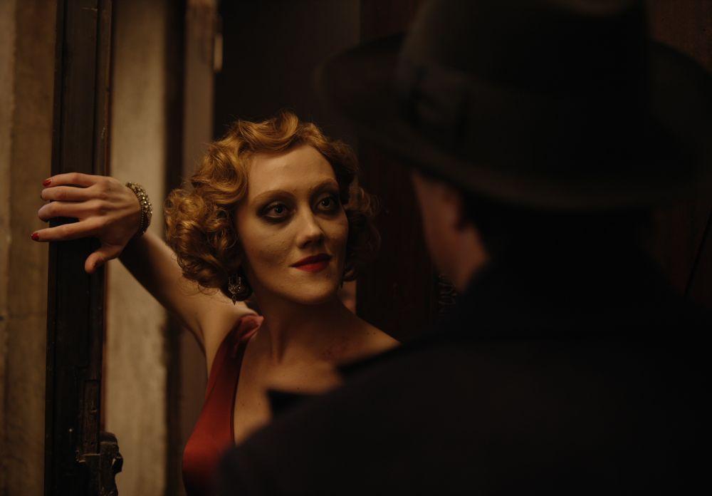 Полина Ауг в роли Геллы в кадре из фильма «Воланд»