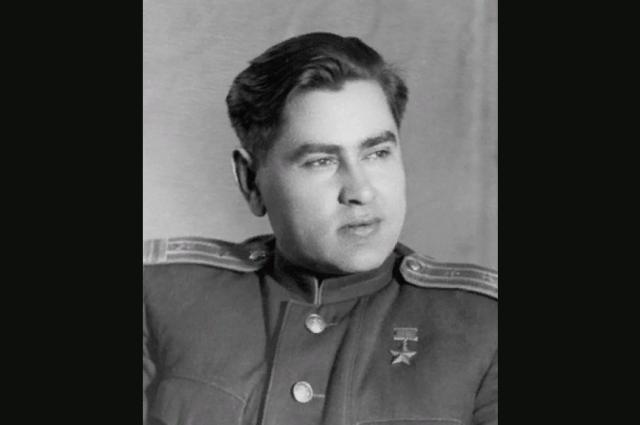 Алексей Петрович Маресьев – один из самых известных летчиков-истребителей времен Великой Отечественной войны. Имел позывной