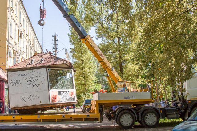 В Смоленске незаконно установлено около 350 нестационарных торговых объектов.