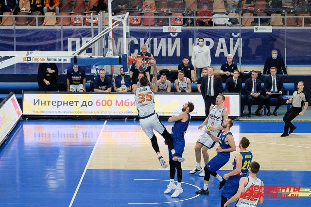 Баскетболисты «Пармы-Париматч» дома разгромили «Опаву» из Чехии