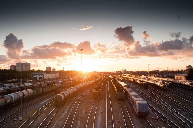 Поезд насмерть сбил 20-летнего парня на станции под Новосибирском
