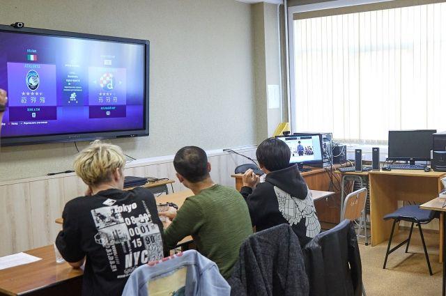 Игра проходила по правилам, которые предоставила японская сторона: три матча по 10 минут. Южно-сахалинские студенты играли за мюнхенскую «Баварию», а японские ребята – за французскую «Пари Сен-Жермен».