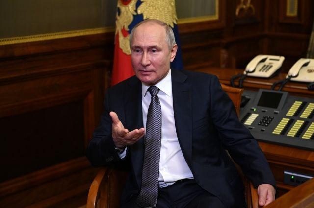 Путин заявил, что США вредят себе, используя доллар в санкциях