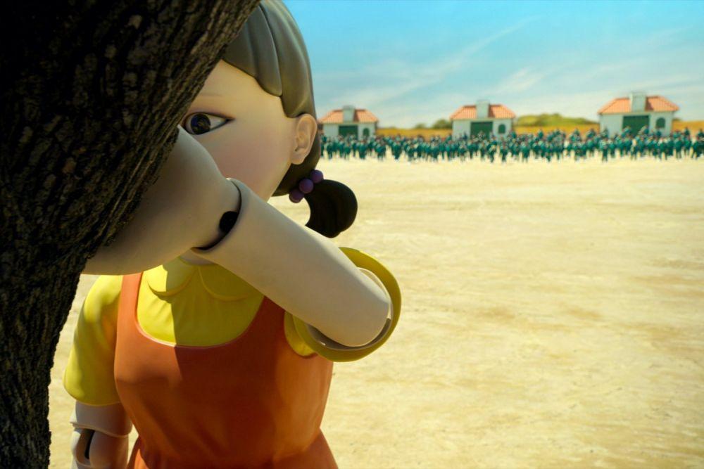 Гигантская кукла-робот в форме маленькой девочки