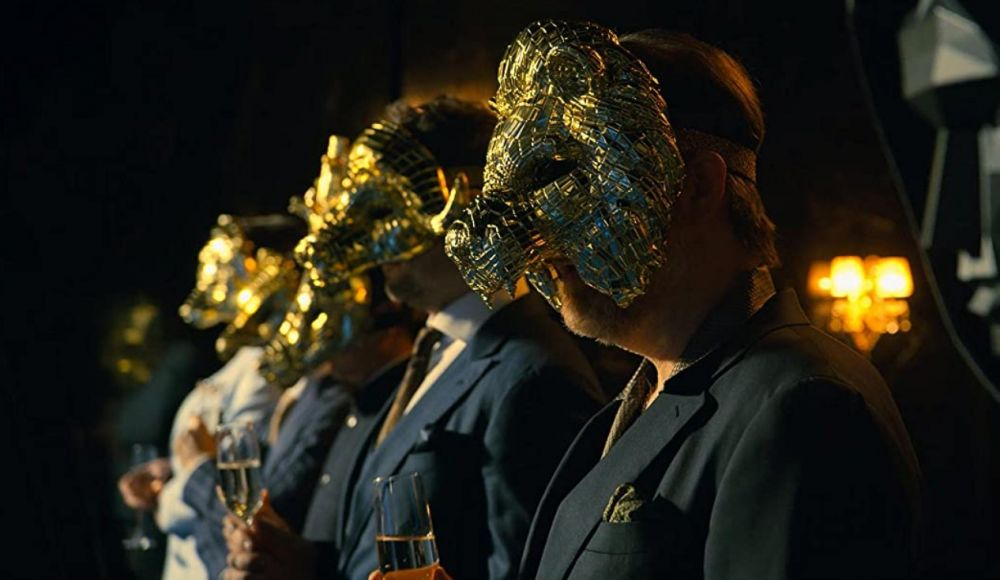 VIP-персоны в золотых масках животных