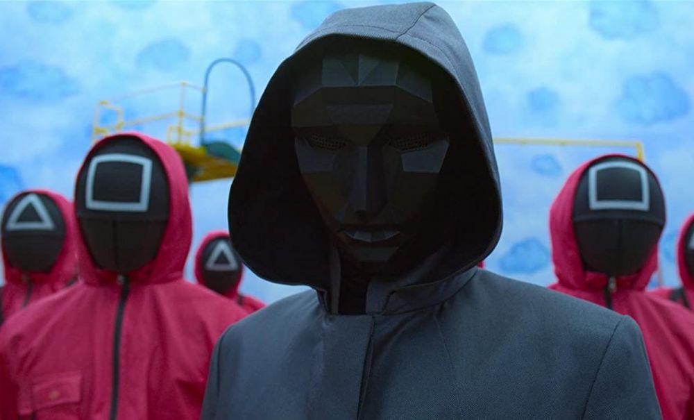 Маски — важная часть в «Игре в кальмара» от Netflix. Все — от администраторов низкого уровня до VIP-гостей — носят маски, чтобы сохранить полную анонимность во время одноимённой игры на выживание