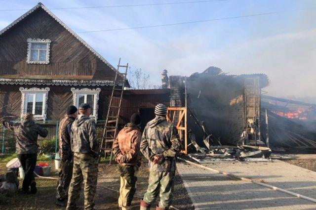 Частный дом и два гаража сгорели в деревне Купреево под Гусь-Хрустальным